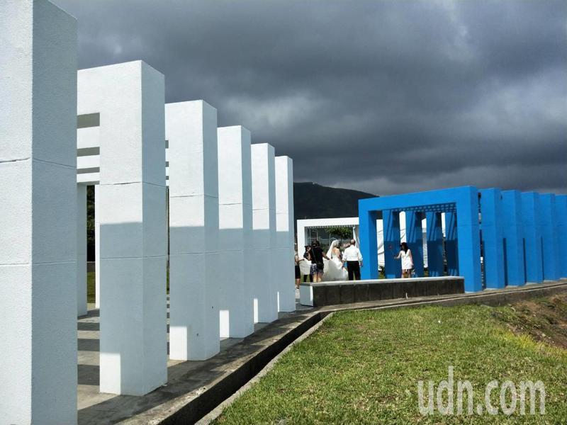 藍白地中海風情加3D牆,北海岸新打卡熱點幸福廣場。記者游明煌/攝影