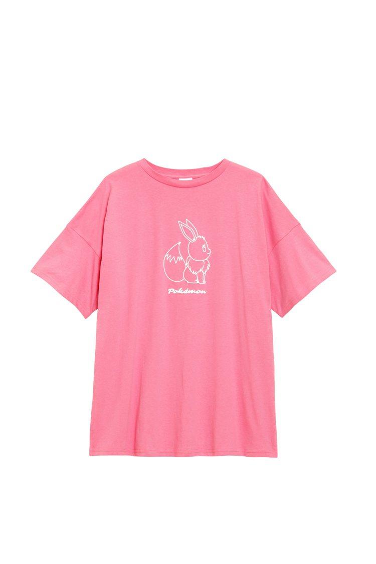 GU和《Pokémon精靈寶可夢》聯名系列女裝T恤590元。圖/GU提供