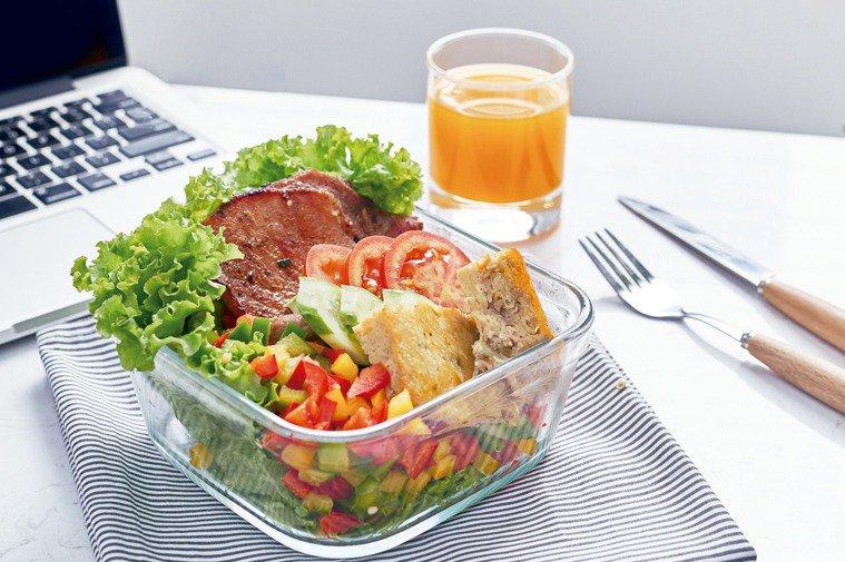 早餐是「打破禁食」後的第一餐,從醫學角度來看,是給身體「是否缺能量」的訊號。圖/...