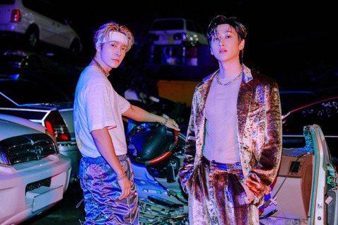 SUPER JUNIOR-D&E時隔約1年5個月,終於帶著第四張迷你專輯「BAD BLOOD」回歸歌壇。東海與銀赫化身為壞男人,顛覆以往在粉絲心中的形象。而兩人搶先在專輯發行的前一天,他們到...