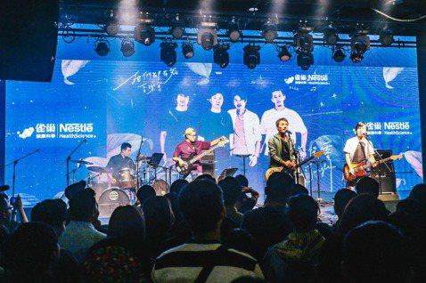 樂團四分衛去年10月於「生命從零Life's a Jungle音樂會」壓軸演出,看到一群年輕癌友在治療後,仍對生命抱持樂觀與堅毅,讓四分衛備受感動,因而創作「走過意外的旅程」,盼以音樂撫慰...