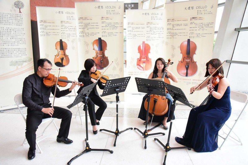 屏科大木設系「學院琴」團隊,以國產材製作兩把小提琴、一把中提琴與一把大提琴,組成弦樂四重奏,昨舉行演奏會。圖/屏科大提供