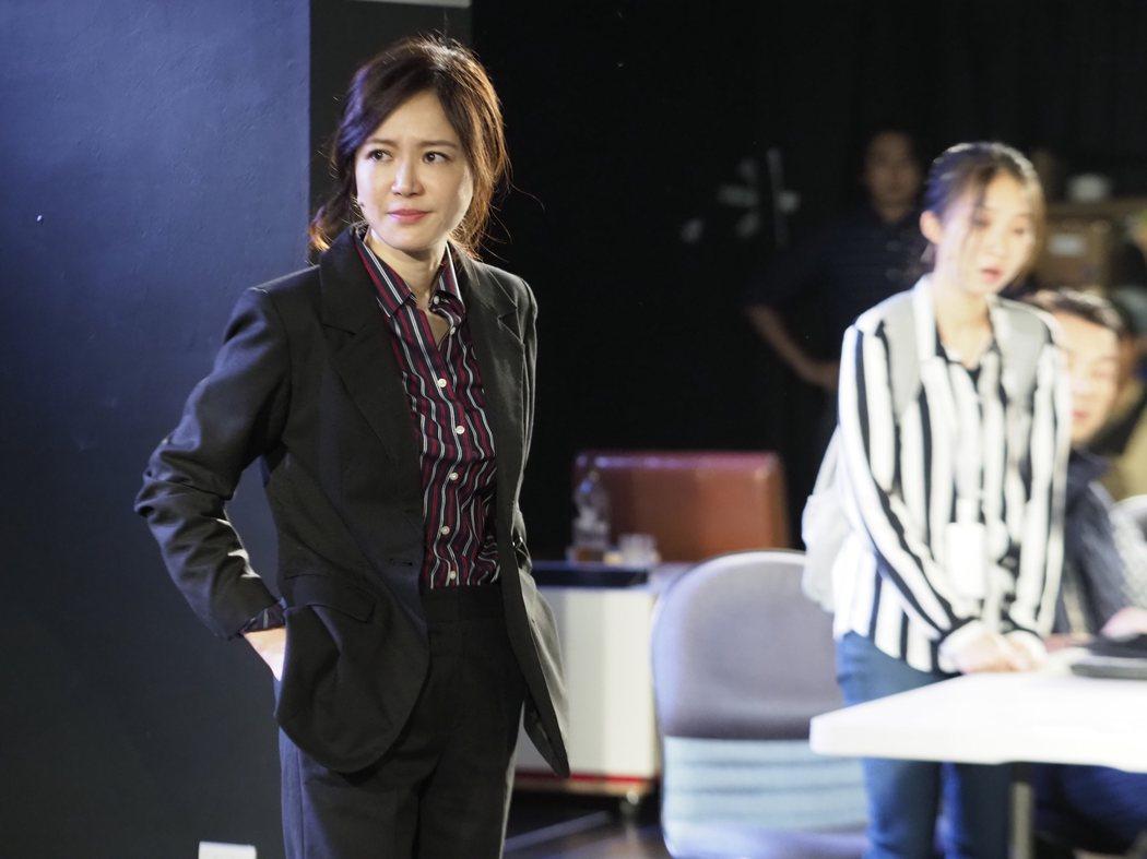 尹馨(左)在劇場版「我們與惡的距離」,演出霸氣的宋喬安。圖/故事工廠提供