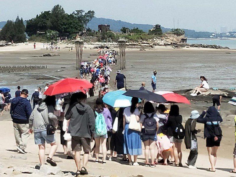 金門7、8兩個月共來了約18萬人次遊客,平均每天有3000人次。圖/讀者提供