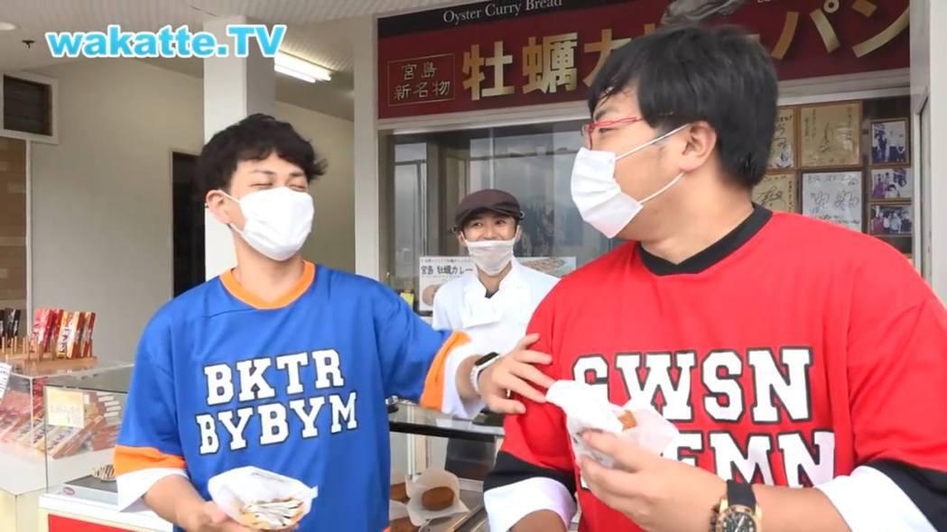 前京都大學生高田ふーみん(右)和朋友びーやま恥笑名物店店員只有高中畢業學歷。...