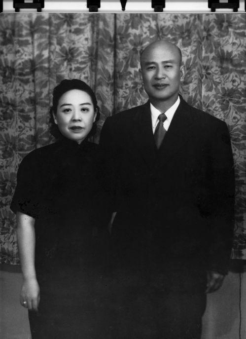 一九四九年十二月三十日,父親由海口飛至台灣。當時韓戰未起,共軍隨時可渡海攻台,台...