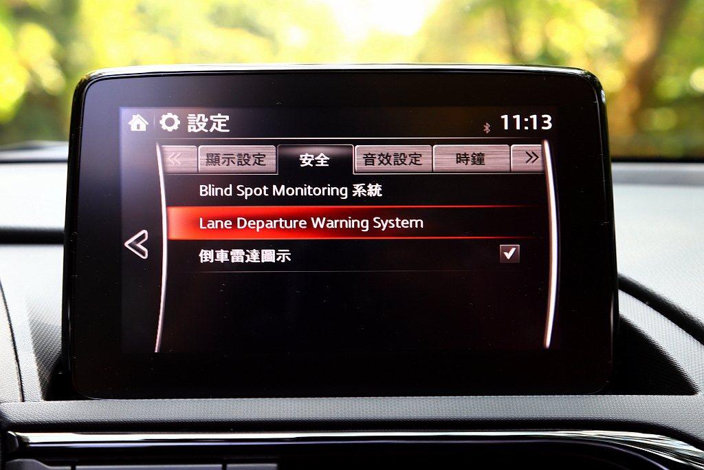 Mazda MX-5 MT 100週年紀念特仕車輔助系統方面,將BSM盲點偵測系...