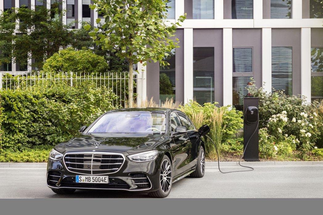 全新豪華旗艦插電房車Mercedes-Benz S 580e。 摘自Merced...