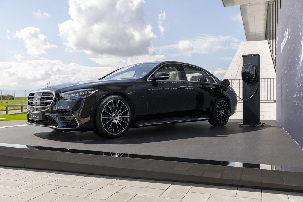 全新Mercedes-Benz S 580e PHEV目前僅規劃在歐洲市場販售。...