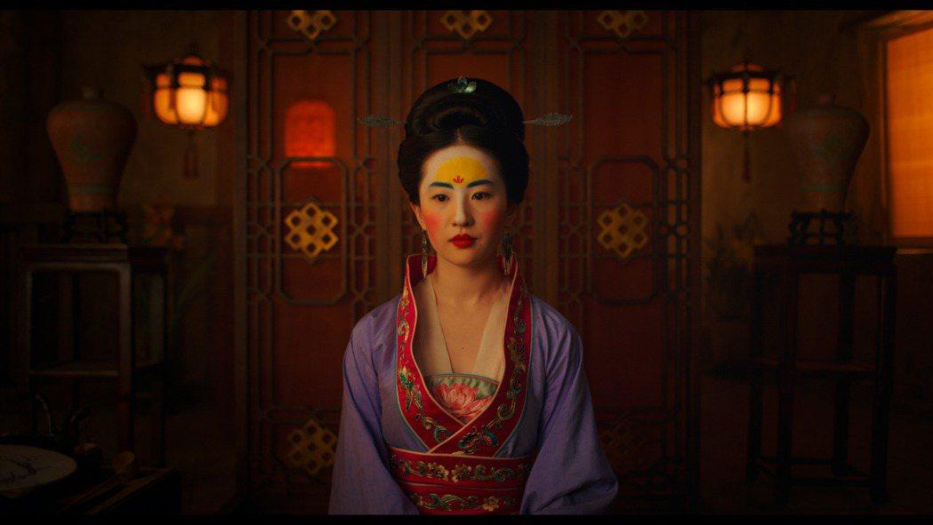 劉亦菲在花木蘭一片是主角,故事架構以華人耳熟能詳木蘭代父從軍民間故事鋪陳。美聯社