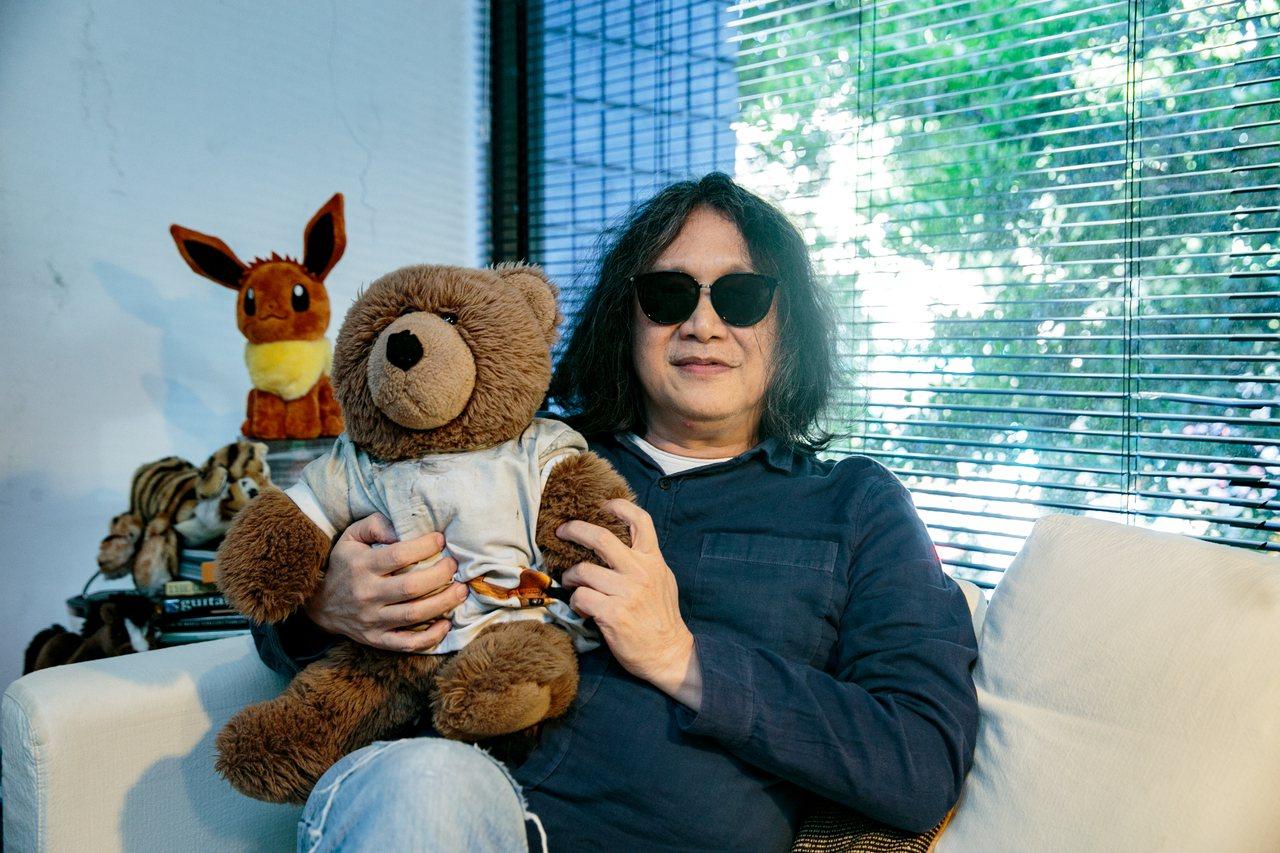 郭英聲熱愛玩具熊,出遠門時都會帶著。記者曾原信/攝影
