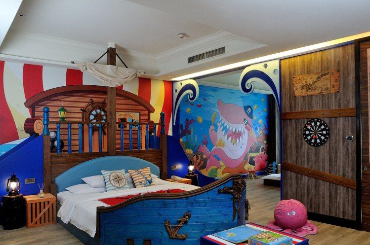 義大皇家酒店的主題套房,每房都有18坪的大空間,海洋房還有溜滑梯。圖/義大世界提...