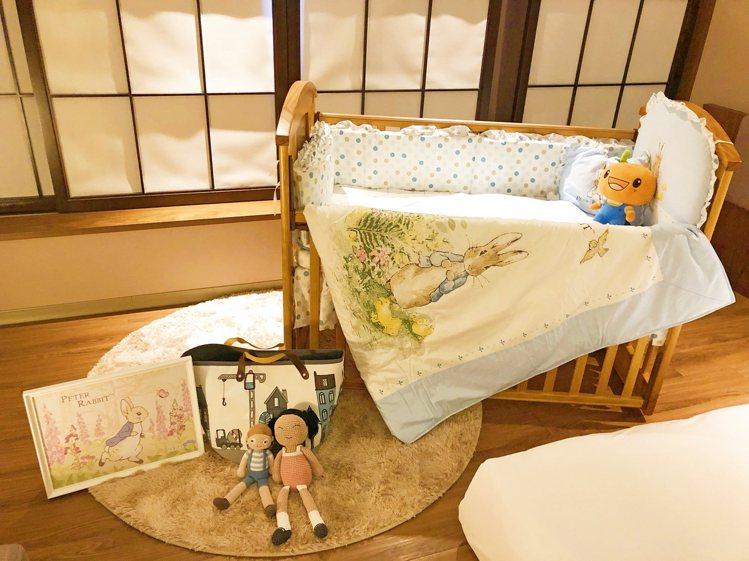 與奇哥聯名的嬰兒床。圖/福泰飯店集團提供