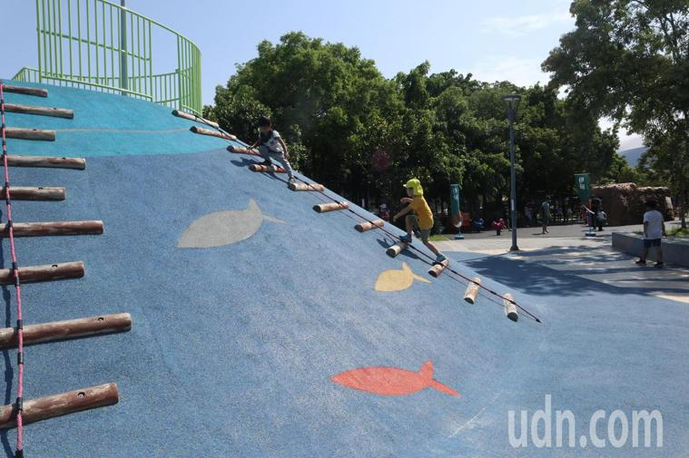 伊甸基金會桃園服務中心首次將篩檢活動移至共融公園舉行。記者高宇震/攝影