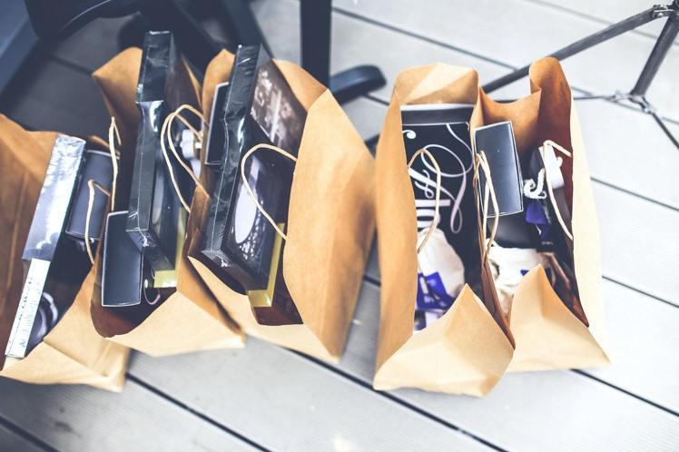 想節約自己的荷包,購物前就該精打細算的想過該如何購買。圖/摘自 pexels