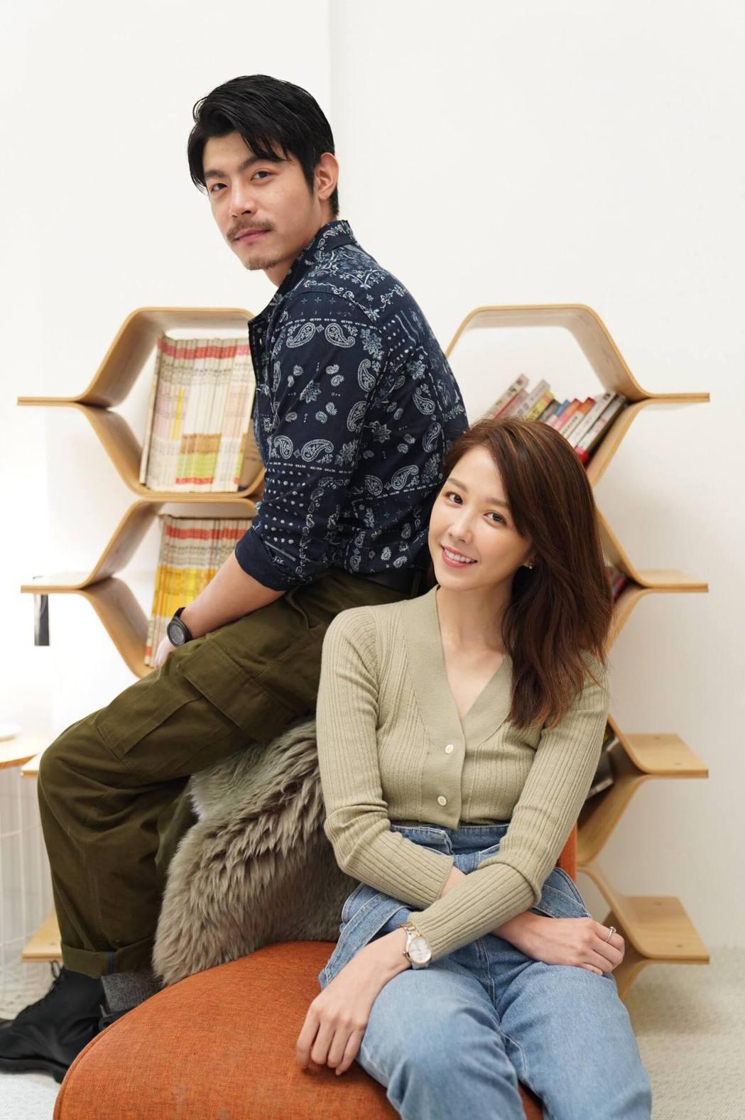 王柏傑(左)、邵雨薇主演「比悲傷更悲傷的故事」影集,戲中2人分飾唱片公司主管、部...