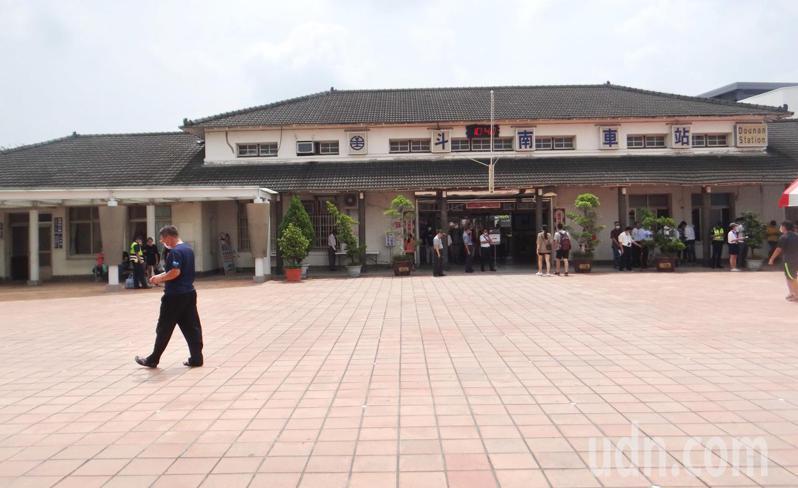雲林縣斗南鎮火車站現代化的新站完工,今天落成啟用,走過70多年也是昭和年間台灣最後一座改建的車站,將走入歷史保留活化再生。記者蔡維斌/攝影