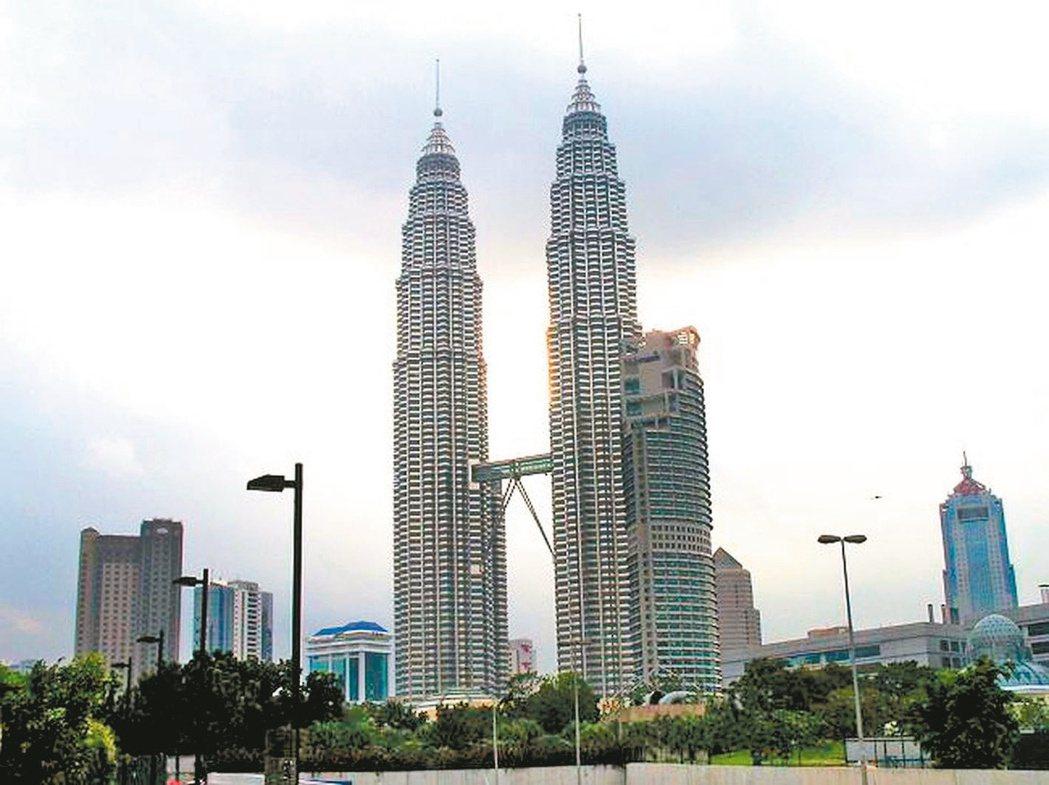 馬來西亞首都「吉隆坡」,由雙子星、吉隆坡塔、巴比倫廣場等所框起的「金三角」精華商...