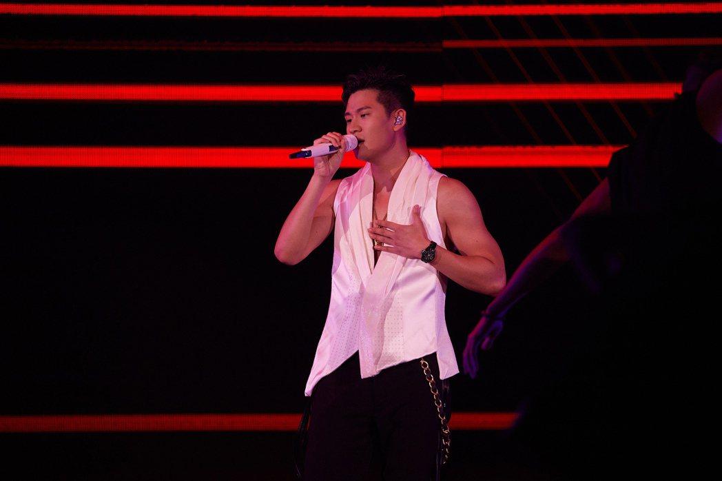 周興哲5日南下高雄巨蛋舉辦「你,好不好 巡迴演唱會 DELUXE」演唱會。圖/星...