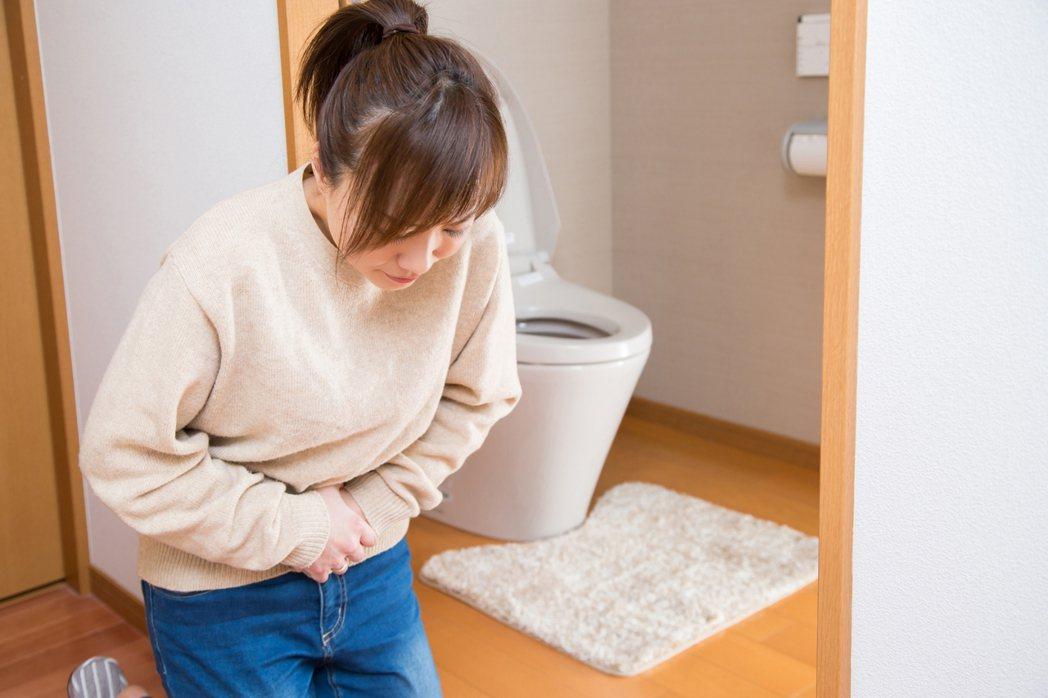 民眾若出現持續性腹痛,及長時間慢性腹瀉等症狀,醫師建議應到醫院檢查治療。圖/門諾...