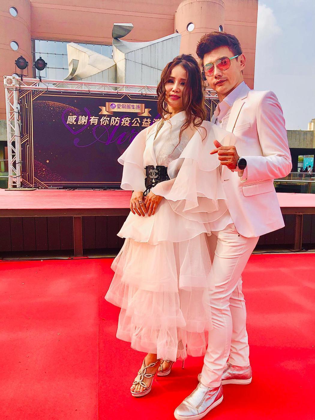 包偉銘與老婆劉依純走紅毯宛如一對新人。圖/翰森娛樂提供