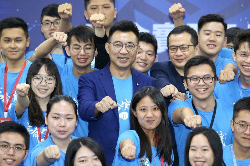 國民黨今天將舉行全代會,黨主席江啟臣(中)將宣布啟動美豬公投連署。圖/聯合報系資料照片