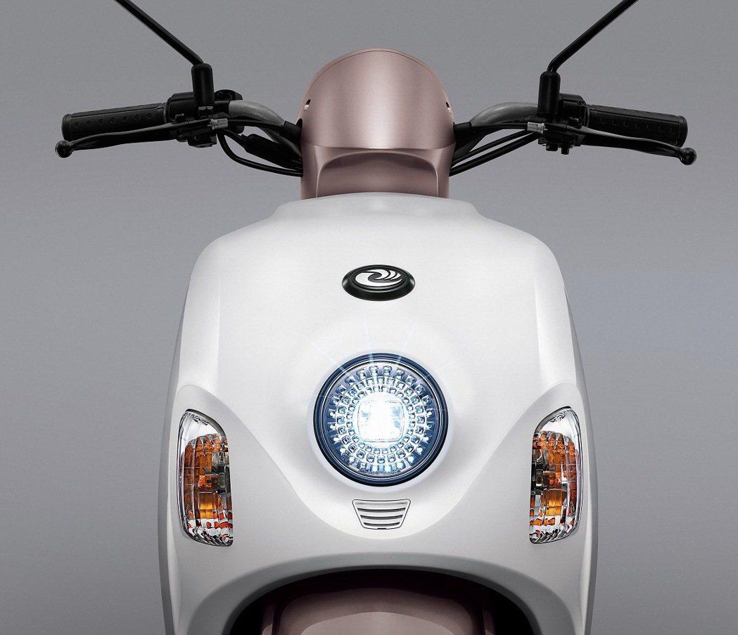 emoving新增閃耀晶鑽且節能的LED頭燈。 圖/中華汽車提供