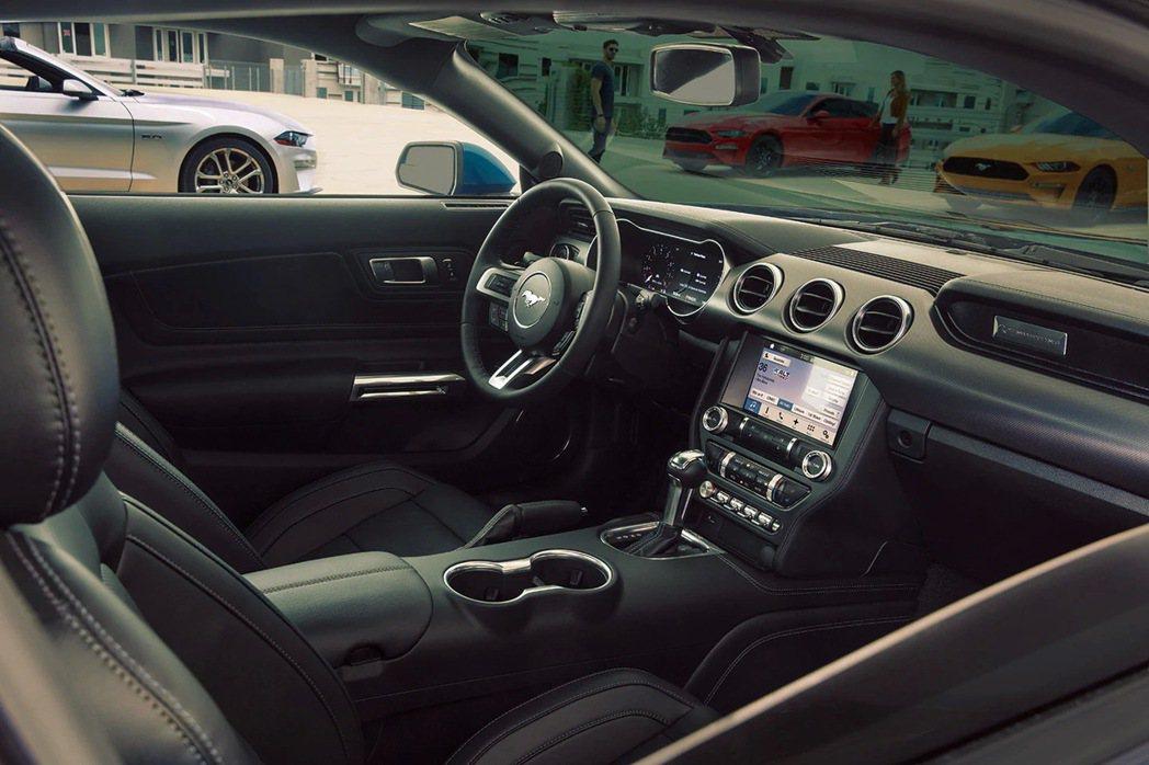 Ford Mustang內裝源自飛機駕駛艙的設計靈感,完美營造熱血操駕氛圍。 圖...