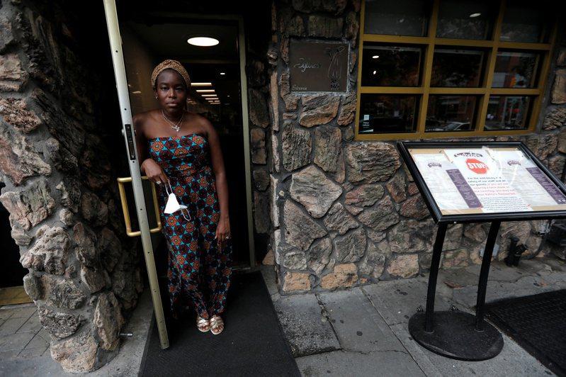 調查顯示,近64%紐約餐廳恐撐不到明年。路透