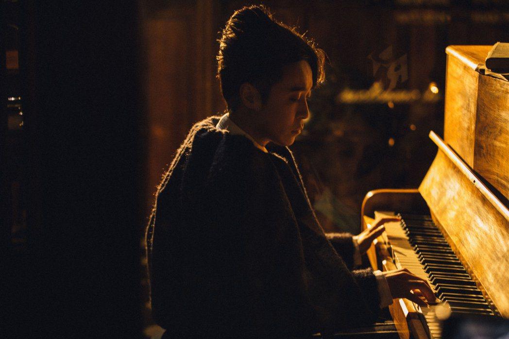 吳青峰預告有新企畫。圖/環球音樂提供