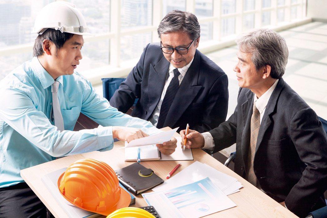 即便已經請領過勞保年金和勞退退休金,高齡勞工重返職場工作,還是可以繼續累積退休金...