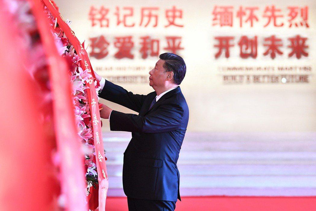 習近平於致詞中一連強調了五個「絕不答應」,包括劍指美國的「絕不答應割裂中國共產黨和中國人民」。 圖/新華社
