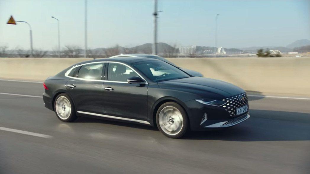 小改款Hyundai Grandeur車長已經逼近五米。 圖/截自Netflix...