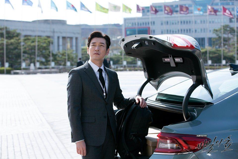 在《秘密森林》第一季中,黃始木檢察官 (曹承佑 飾) 的坐駕為第六代Hyunda...