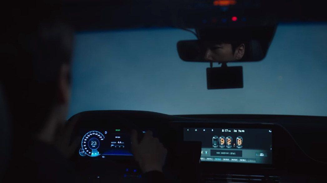 小改款Hyundai Grandeur換上全新的雙12.3吋數位儀表與中控螢幕。...