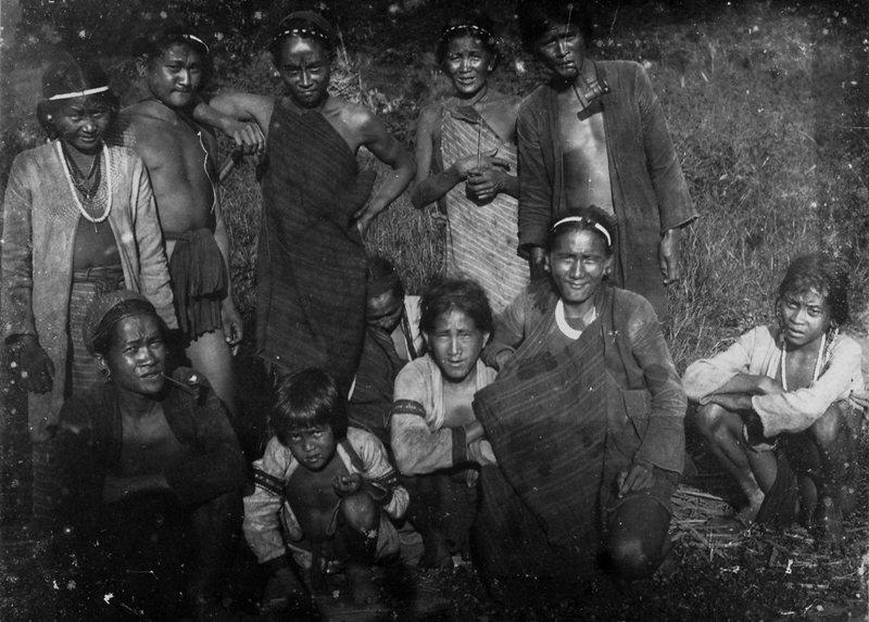 眉原社泰雅族人,日本人類學家鳥居龍藏攝於1900年。 圖/維基共享