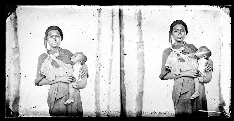 西拉雅族婦女與嬰兒,1871年約翰湯姆森攝於鳳山縣木柵里(今高雄市內門區)。 圖/維基共享