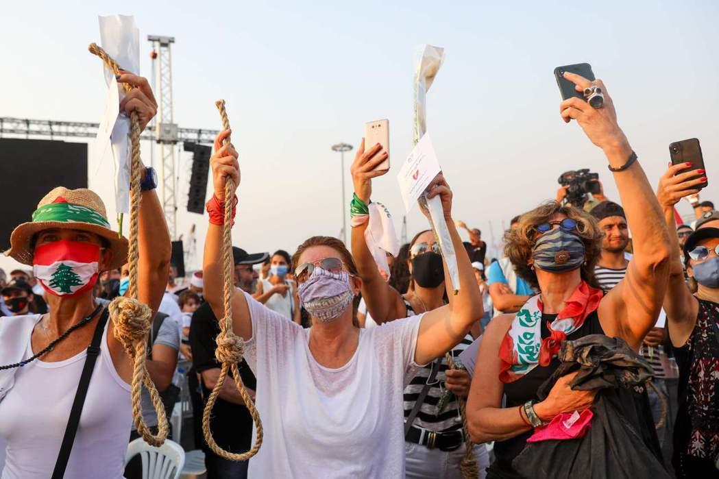 圖為9月4日,貝魯特港口大爆炸屆滿一個月。不滿長期政治問題未能解決的黎巴嫩人民,...