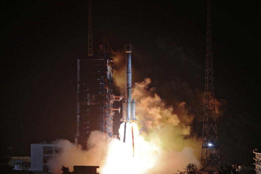 2018年,北斗衛星三號衛星發射。 圖/路透社