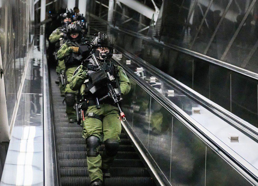 維安特勤隊的對手設定是「少人數高火力」的恐怖攻擊,與憲兵、海巡特勤隊的任務定位不同。 圖/取自NPA署長室