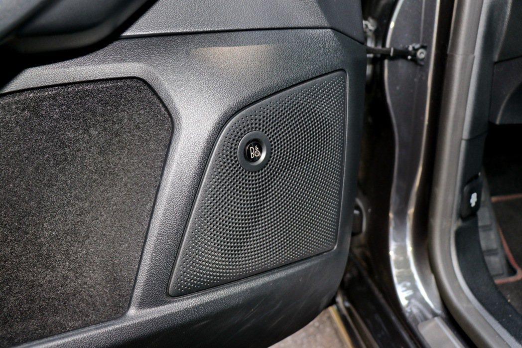 丹麥皇室御用B&O重低音環艙音響系統。 記者陳威任/攝影