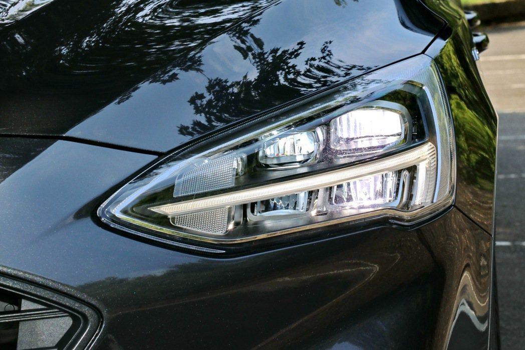 頭燈設計相當具科技感及辨識度。 記者陳威任/攝影
