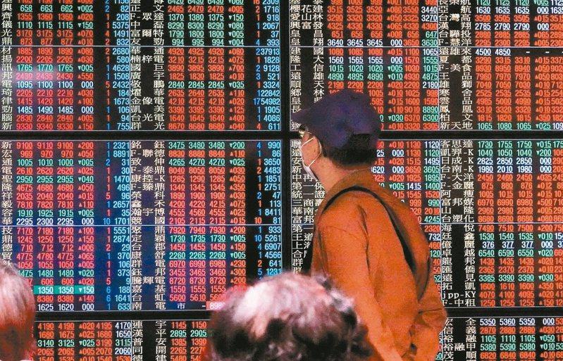 台股今日以12,645.93點紅盤開出,早盤指數衝高,一度拉升至12,725.05點,但權王台積電下跌作收,聯電雖然漲停,但不敵整體電子股走弱。 圖/聯合報系資料照
