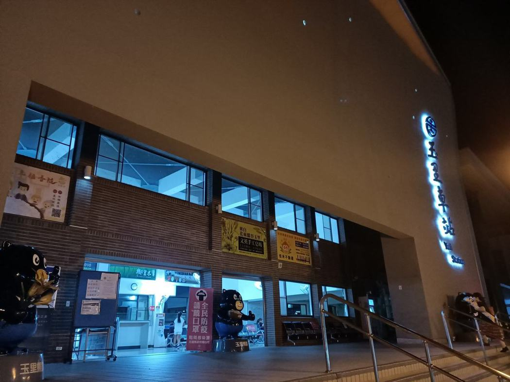 深夜的玉里車站,恭送每日夜色的玉里熊讚