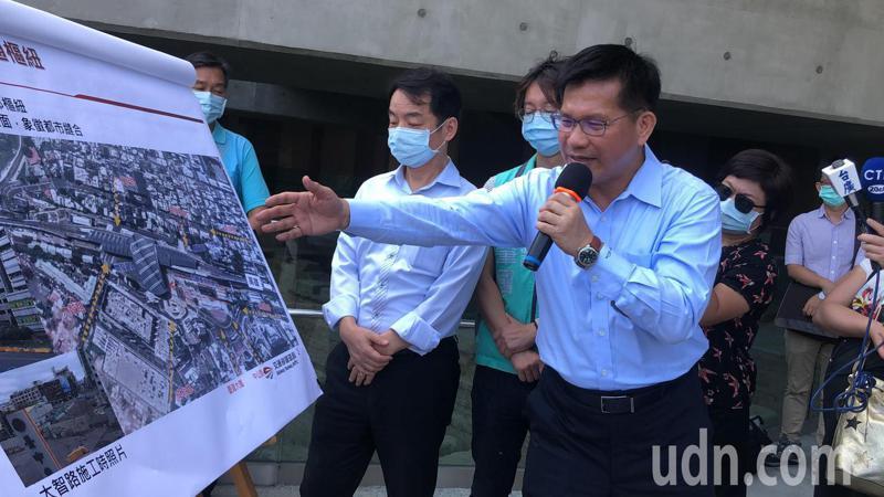 台中市長林佳龍表示,當交通部長又住台中,全力支持台中交通建設。記者陳秋雲/攝影