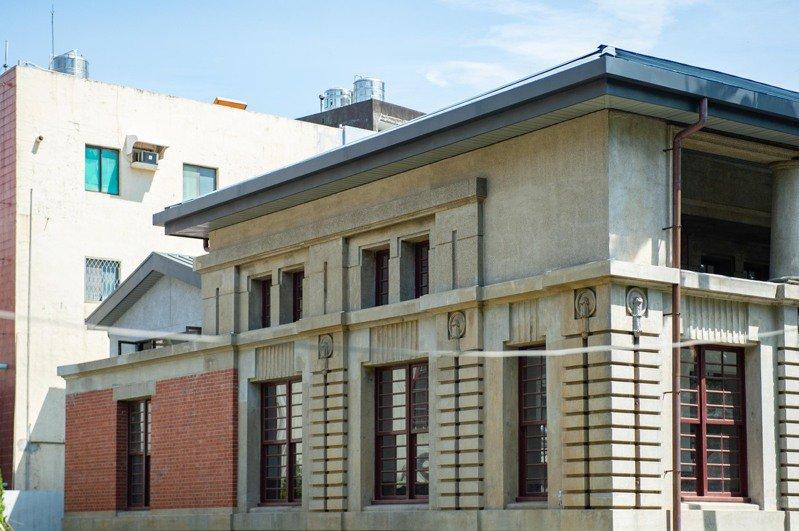 至今已有95年歷史的新竹州圖書館過去36年來長期塵封,經市長林智堅積極與新光人壽合作,向文化部爭取5257萬元,將於近期完成修復,預計10月結合設計展重新開放。圖/新竹市政府提供