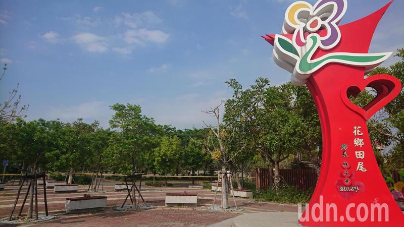 彰化縣田尾公路花園的門面怡心園,重建工程確定延後。記者簡慧珍/攝影