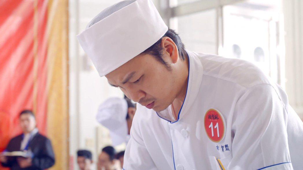 張書偉為了讓老餅舖打開知名度即將參加鳳梨酥神人大賽。圖/公視提供