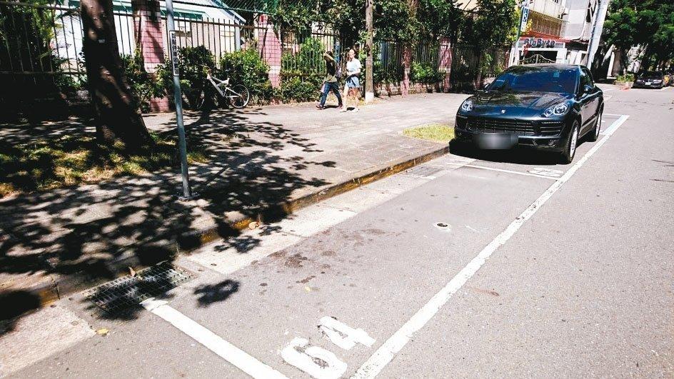 北市即日起於天母地區設置1935格智慧停車格。圖/北市停管處提供