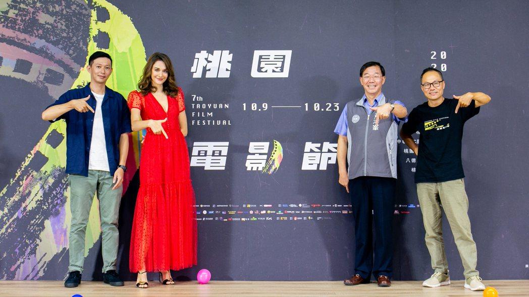 形象影片導演莊翔安(左起)、影展大使瑞莎、桃園市政府秘書長黃治峯、總策展人鴻鴻。...